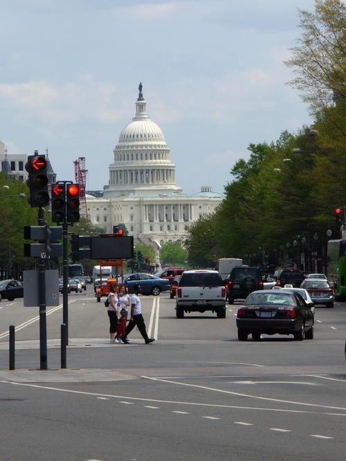 Capitol_building_pennsylvania_avenue_2