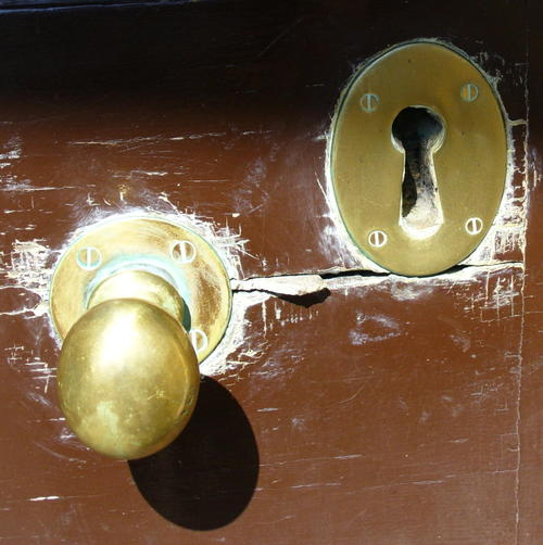 Octagon_house_lock_and_knob